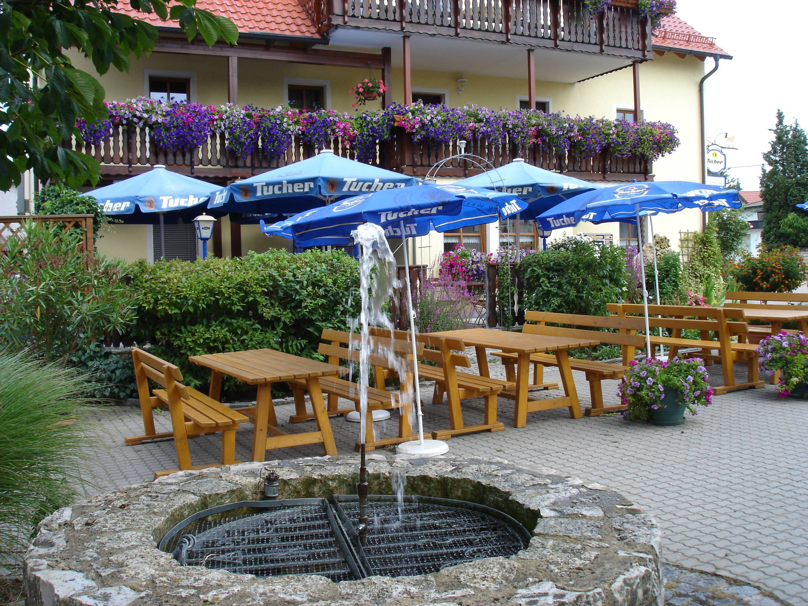 Brunnen im Hof - Gasthof zum Hirschen